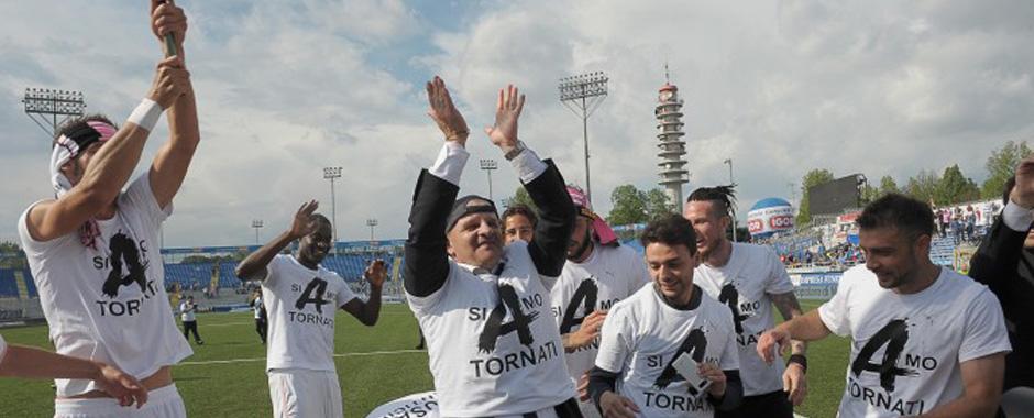 106 - Palermo in festa! la squadra torna in A. (106)