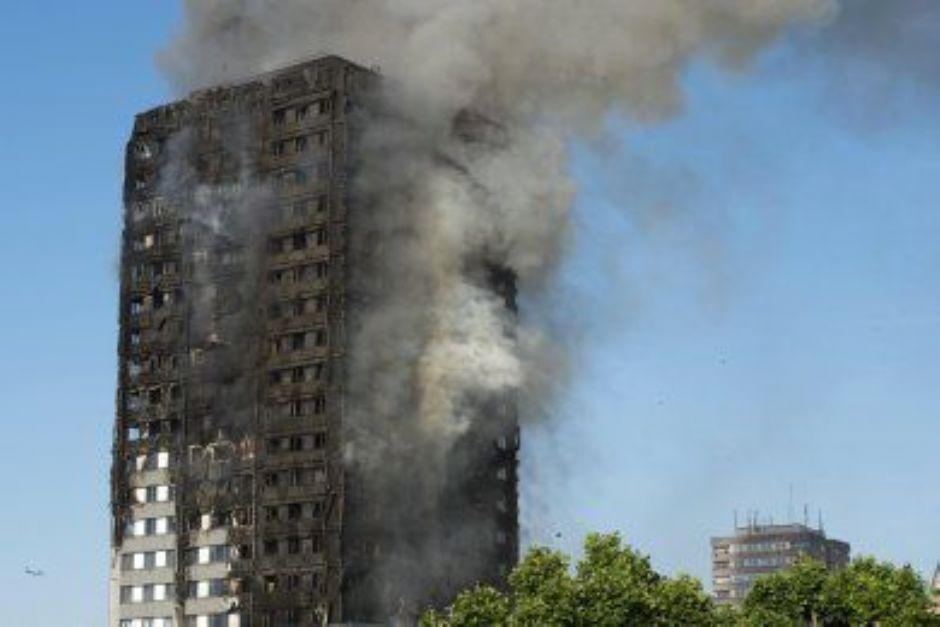 Rid200 - Londra, grattacielo in fiamme - molti feriti in ospedale, forse persone bloccate (Rid200)