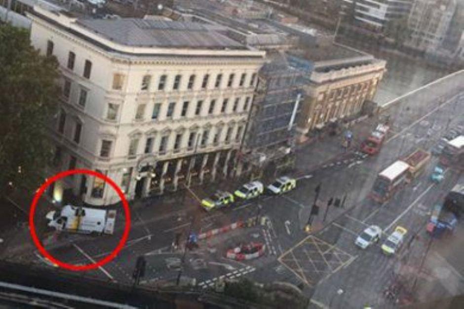 Ridxx3 - Terrore a Londra, furgone sulla folla e coltellate: 6 morti e 48 feriti. Polizia uccide tre assalitori (Ridxx3)