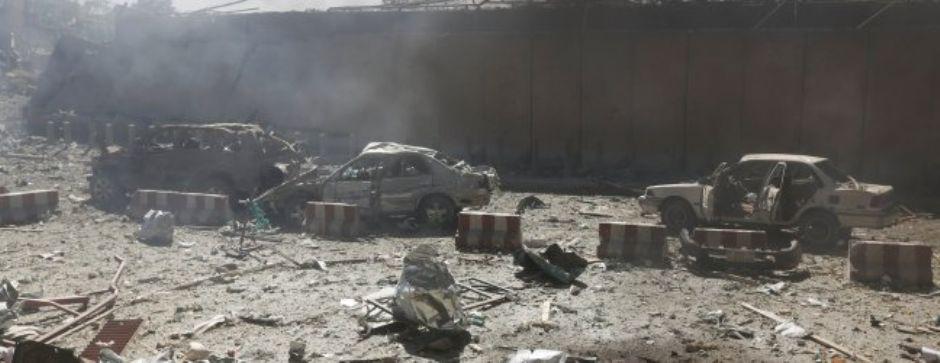 rid155 - Afghanistan, camion bomba a Kabul nel quartiere delle ambasciate: l´Isis rivendica (rid155)