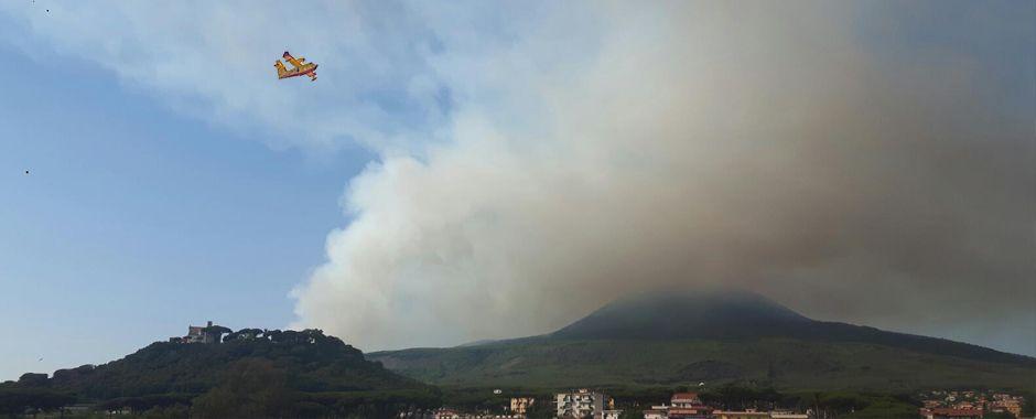 rid188 - Incendio tra Torre del Greco ed Ercolano. Alcune famiglie evacuate. (rid188)
