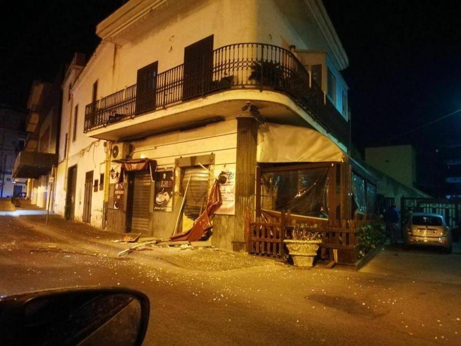 rid193 - Bomba distrugge bar, paura a Scafati (rid193)